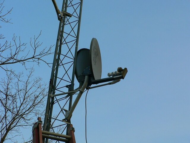 Sat Dish 500 and 1000 on tower2.JPG